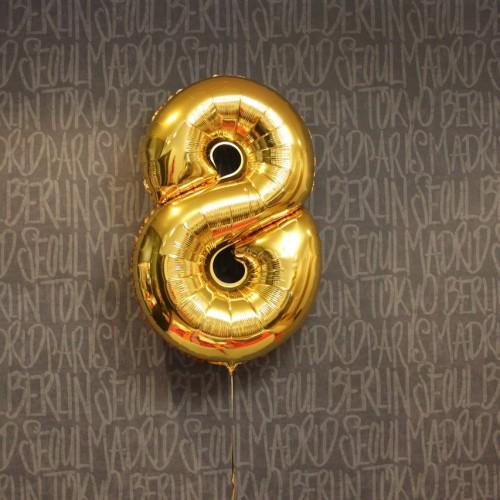 Фольгированная цифра 8 золото