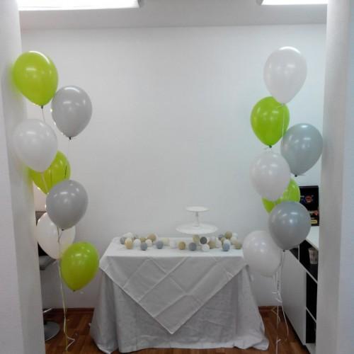 Фонтаны из гелиевых шариков (зеленый, серый, белый) -14шт