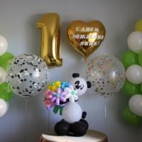 Композиция панда с цветами и воздушными   шарами